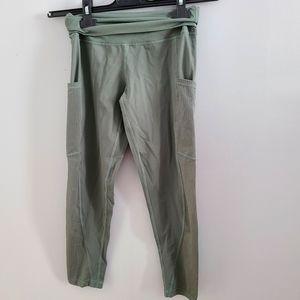 EUC Aerie Moss Green 3/4 Workout Leggings sz M